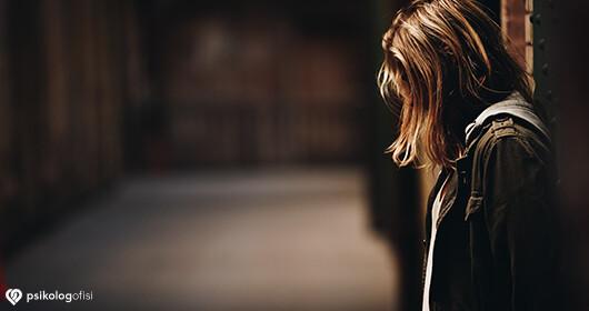 Monofobi Nedir? Monofobi Belirtileri ve Tedavisi